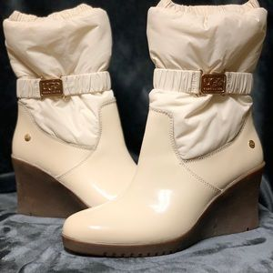 CREAM INSULATED WATER RESISTANT UGGS WEDGE BOOTIES